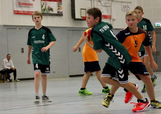 Ferienprogramm beim TVE: Kinder können Handball ausprobieren