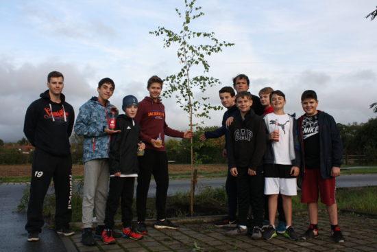 Die C – Jugend des TV Eppelheim pflanzte am Freitag einen Baum für die Zukunft